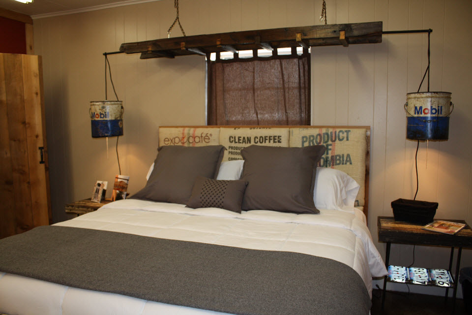 b red rock unwind and slideshow cabins star hill bed tx at breakfast fredericksburg relax country